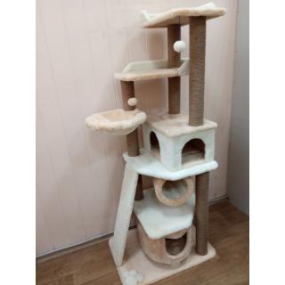 Комплексы высокие игровые для одной или нескольких домашних кошек с когтеточками и лежанками